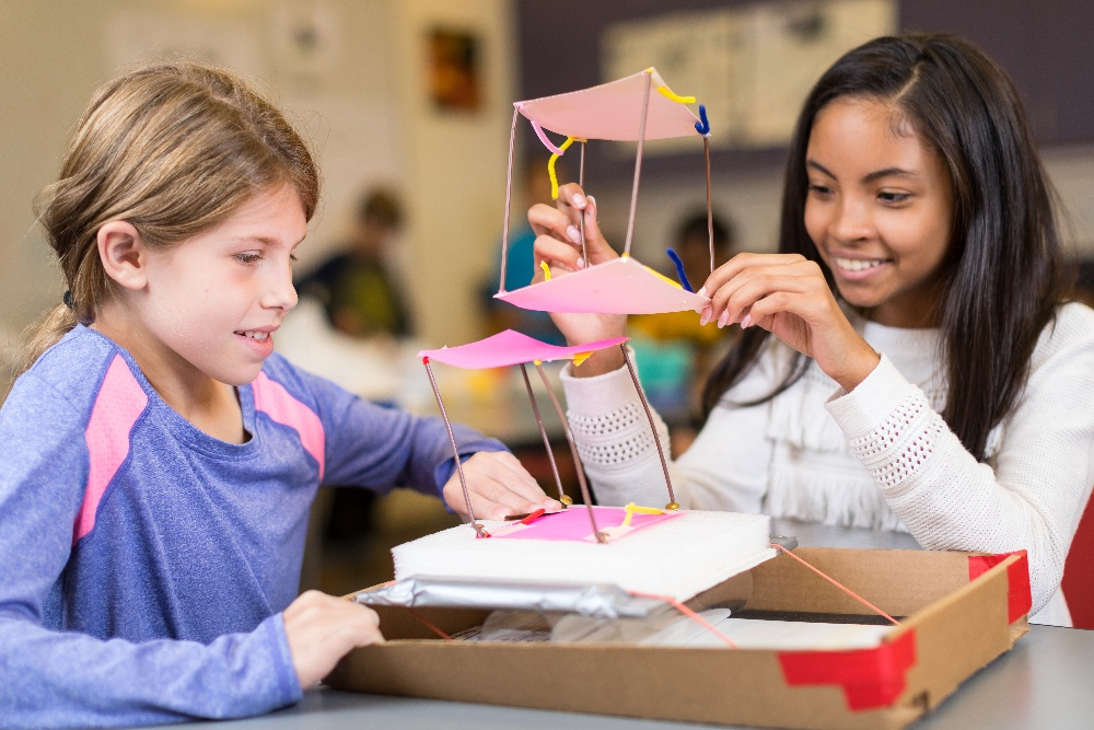 Kids engineering an earthquake-resistant structure