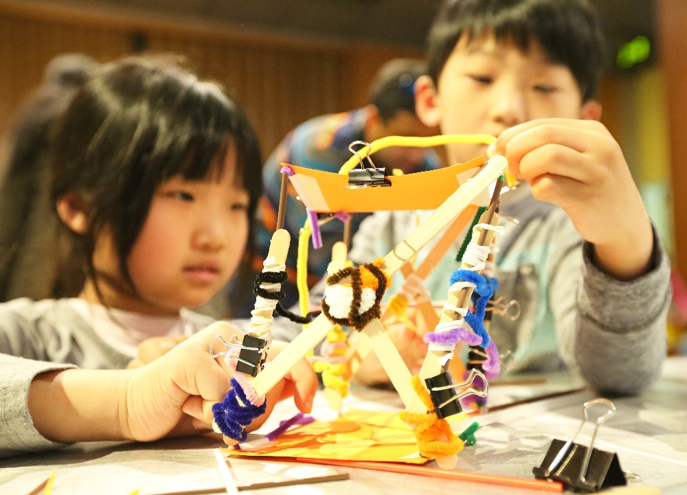 Kids engineering earthquake resistant structures